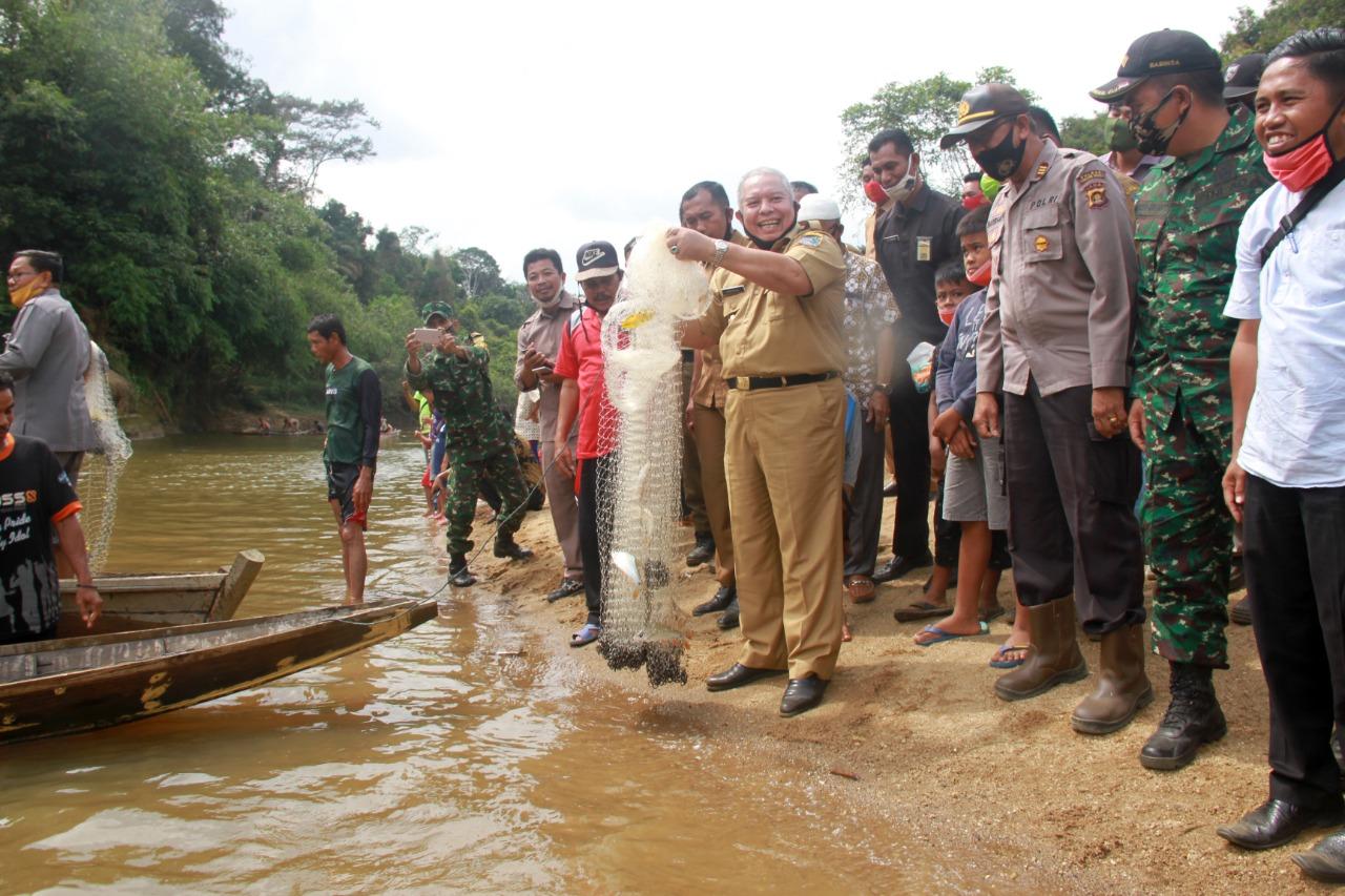 Panen Ikan Sungai Lubuk Larangan di Dusun Mudo, Safrial Harapkan Semua Desa Punya Lubuk Larangan